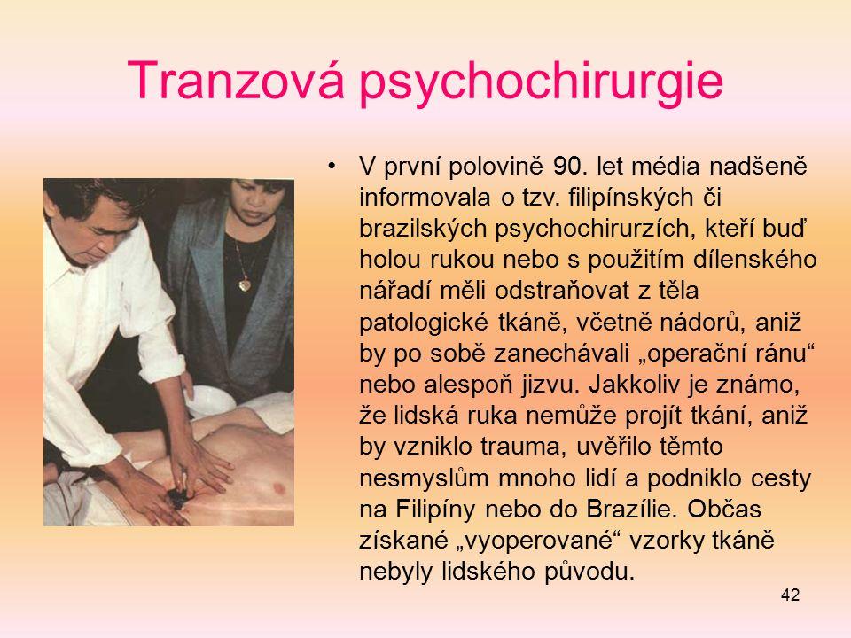 42 Tranzová psychochirurgie V první polovině 90. let média nadšeně informovala o tzv. filipínských či brazilských psychochirurzích, kteří buď holou ru