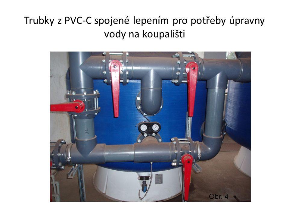 Trubky z PVC-C spojené lepením pro potřeby úpravny vody na koupališti Obr. 4