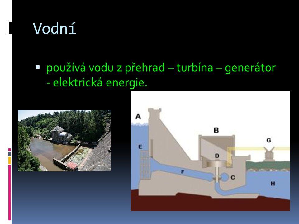 Vodní  používá vodu z přehrad – turbína – generátor - elektrická energie.