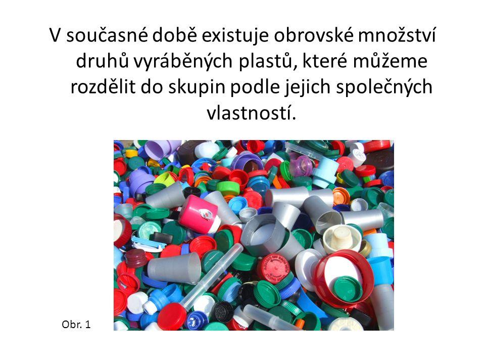 V současné době existuje obrovské množství druhů vyráběných plastů, které můžeme rozdělit do skupin podle jejich společných vlastností. Obr. 1