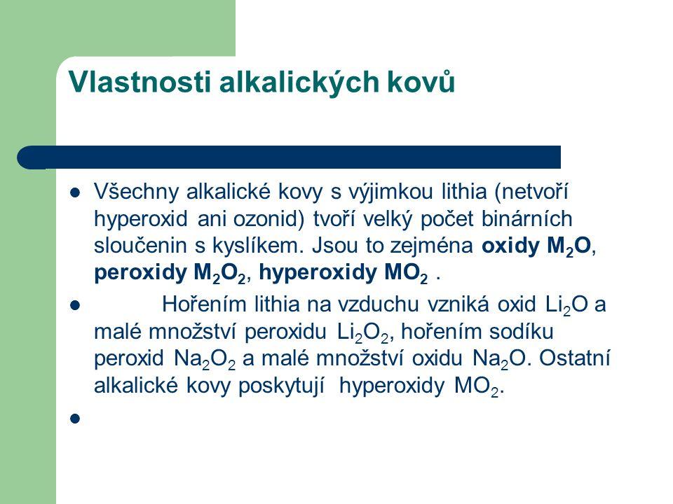 Vlastnosti alkalických kovů Všechny alkalické kovy s výjimkou lithia (netvoří hyperoxid ani ozonid) tvoří velký počet binárních sloučenin s kyslíkem.