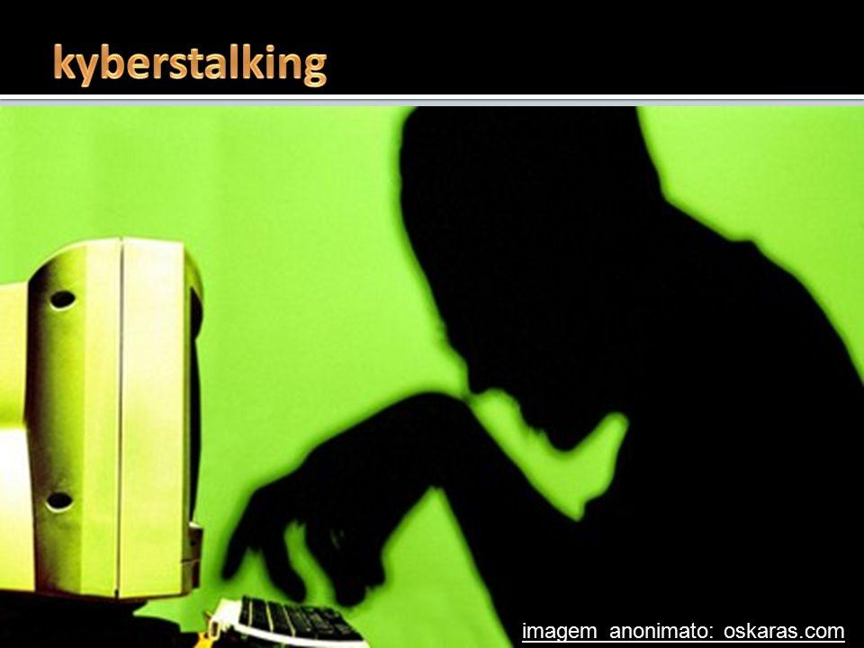  stalking - pronásledování, opakované stupňované obtěžování  opakované dlouhodobé pokusy kontaktovat oběť (dopisy, e-maily, telefonáty, SMS, ICQ, Sk