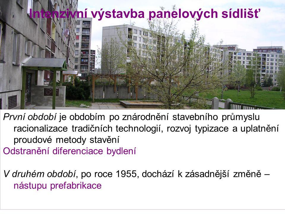 Intenzivní výstavba panelových sídlišť První období je obdobím po znárodnění stavebního průmyslu racionalizace tradičních technologií, rozvoj typizace a uplatnění proudové metody stavění Odstranění diferenciace bydlení V druhém období, po roce 1955, dochází k zásadnější změně – nástupu prefabrikace