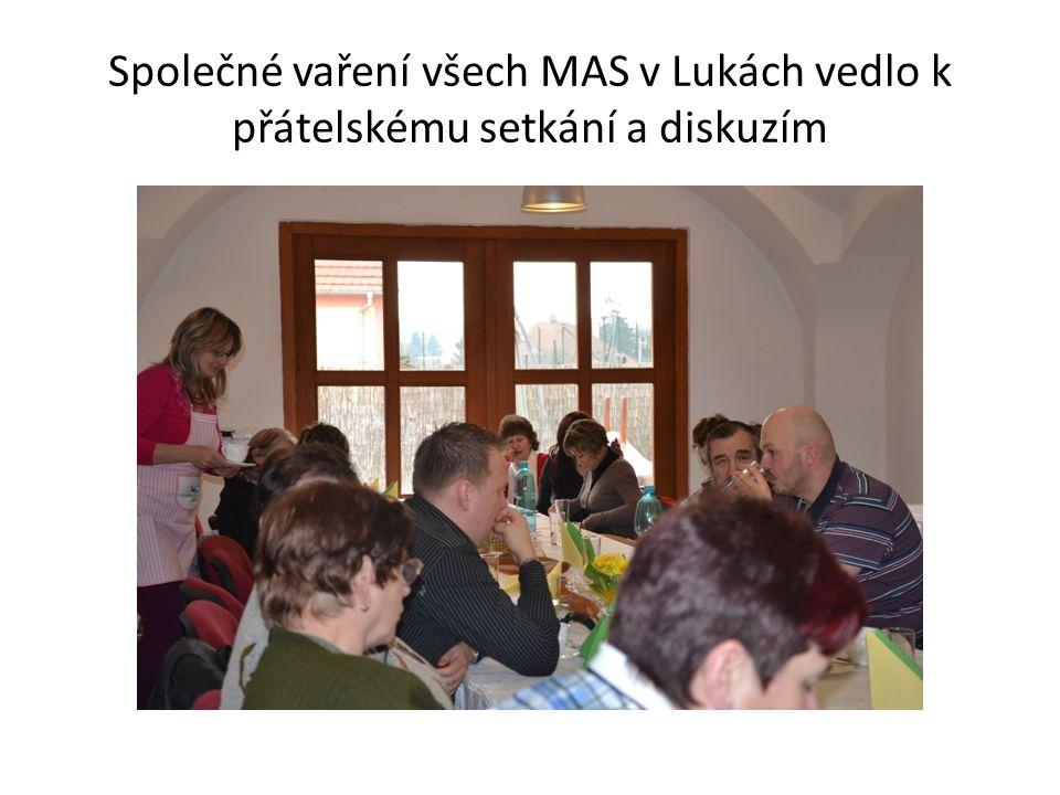 Společné vaření všech MAS v Lukách vedlo k přátelskému setkání a diskuzím
