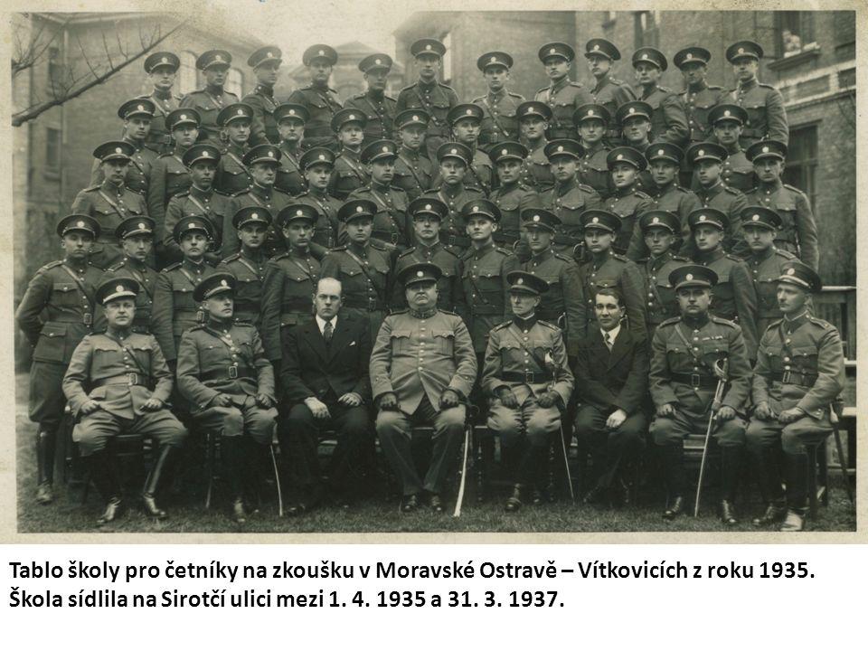 Tablo školy pro četníky na zkoušku v Moravské Ostravě – Vítkovicích z roku 1935.