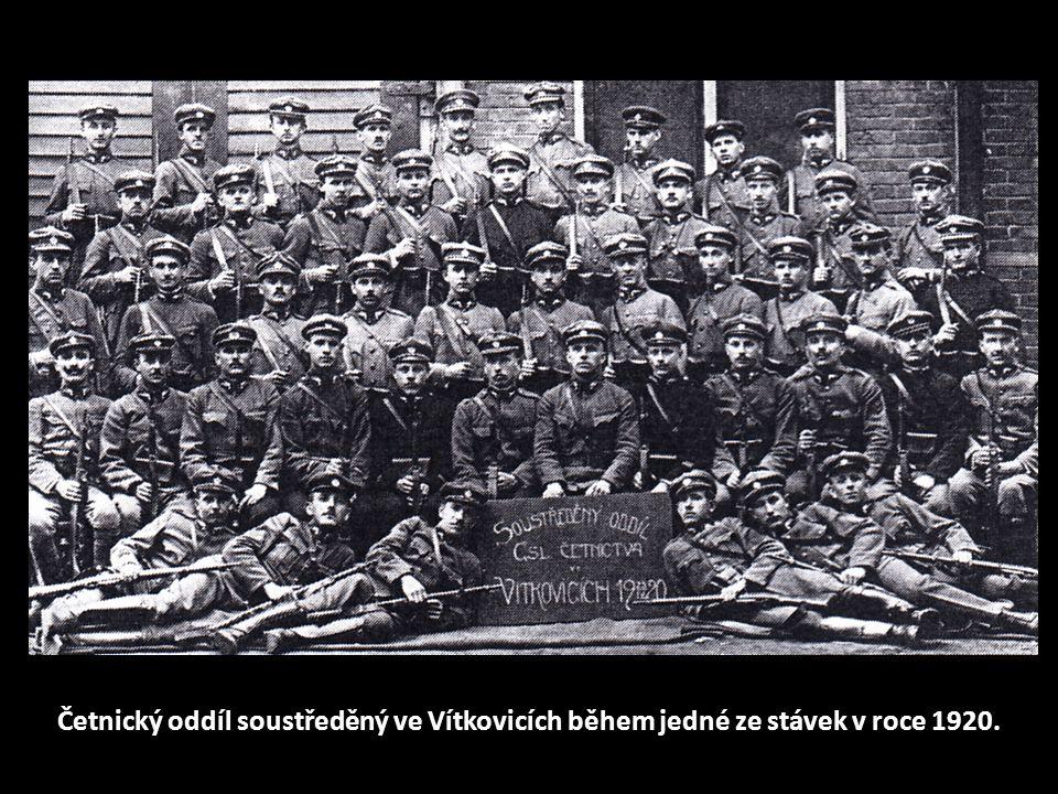 Četnický oddíl soustředěný ve Vítkovicích během jedné ze stávek v roce 1920.