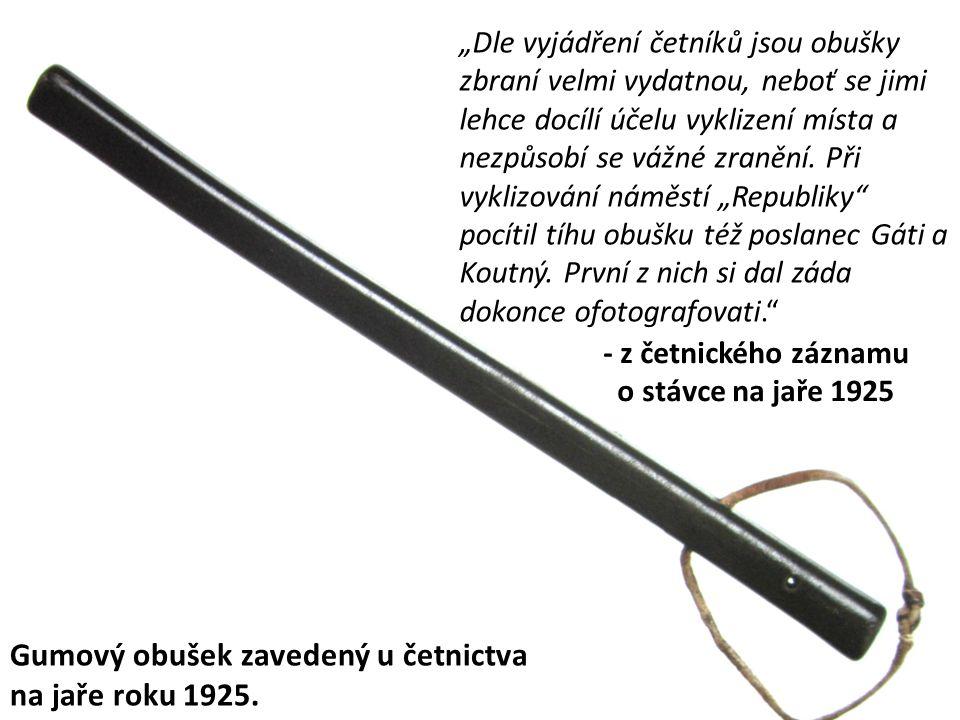Čs. četníci ve služební ústroji: Krátce po vzniku ČSR.V polovině 20. let.Během 30. let
