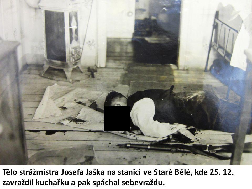 Tělo strážmistra Josefa Jaška na stanici ve Staré Bělé, kde 25.