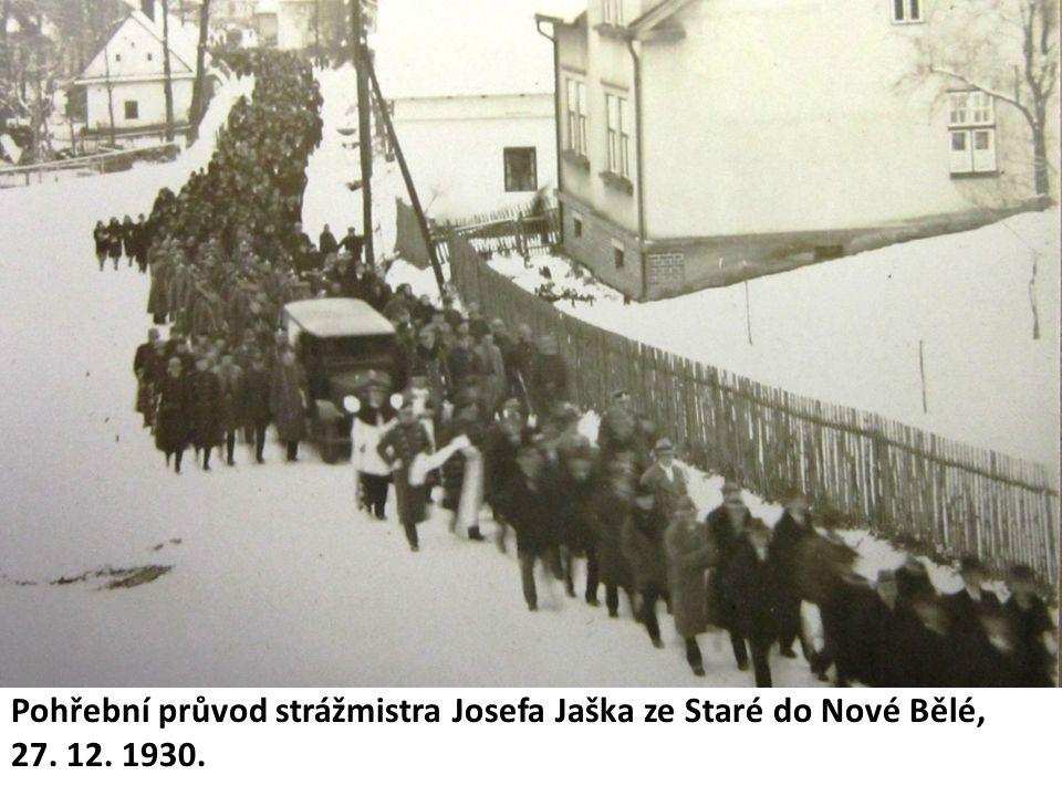 Pohřební průvod strážmistra Josefa Jaška ze Staré do Nové Bělé, 27. 12. 1930.