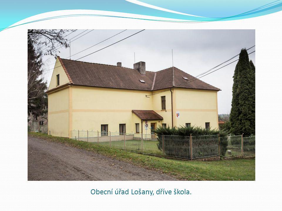 Obecní úřad Lošany, dříve škola.
