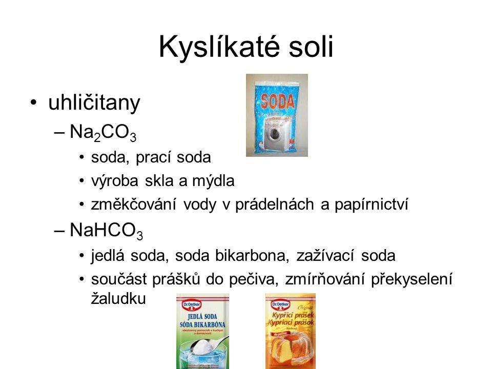 Kyslíkaté soli uhličitany –Na 2 CO 3 soda, prací soda výroba skla a mýdla změkčování vody v prádelnách a papírnictví –NaHCO 3 jedlá soda, soda bikarbona, zažívací soda součást prášků do pečiva, zmírňování překyselení žaludku