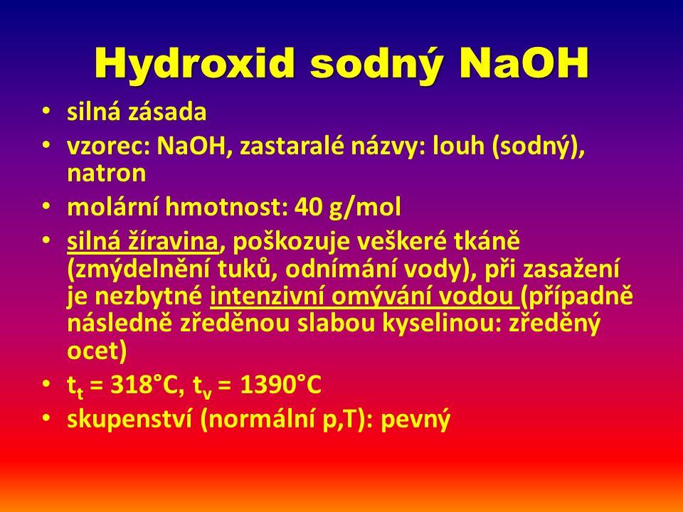 Hydroxid sodný NaOH na vzduchu: pohlcování vlhkosti a oxidu uhličitého (2 NaOH + CO 2 → Na 2 CO 3 + H 2 O) – uchovávání ve vzduchotěsných obalech často ve formě granulí nebo peciček (obrázek)obrázek leptá sklo reakce s kyselinami – neutralizace, např.: HCl + NaOH → H 2 O + NaCl rozpouští Al (uvolňování H 2 ) Výroba: elektrolýza roztoku chloridu sodného (solanky), Ústí nad Labem