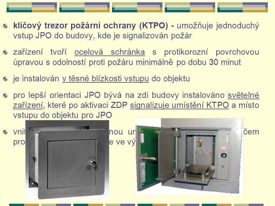 """klíčový trezor požární ochrany (KTPO) - umožňuje jednoduchý vstup JPO do budovy, kde je signalizován požár zařízení tvoří ocelová schránka s protikorozní povrchovou úpravou s odolností proti požáru minimálně po dobu 30 minut je instalován v těsné blízkosti vstupu do objektu pro lepší orientaci JPO bývá na zdi budovy instalováno světelné zařízení, které po aktivaci ZDP signalizuje umístění KTPO a místo vstupu do objektu pro JPO vnitřní dvířka lze odemknou univerzálním """"motýlkovým klíčem pro klíčové trezory, který je ve výbavě JPO"""