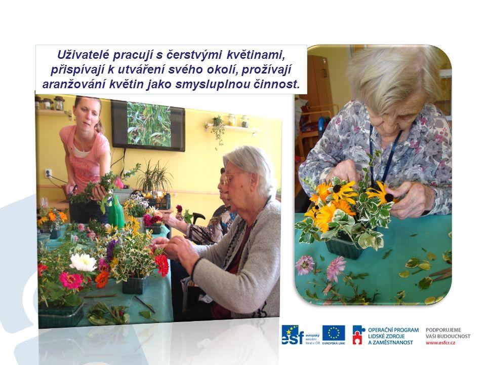 Uživatelé pracují s čerstvými květinami, přispívají k utváření svého okolí, prožívají aranžování květin jako smysluplnou činnost.