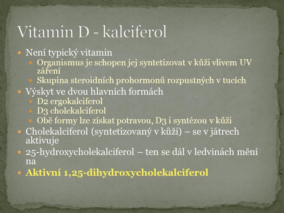 Není typický vitamin Organismus je schopen jej syntetizovat v kůži vlivem UV záření Skupina steroidních prohormonů rozpustných v tucích Výskyt ve dvou hlavních formách D2 ergokalciferol D3 cholekalciferol Obě formy lze získat potravou, D3 i syntézou v kůži Cholekalciferol (syntetizovaný v kůži) – se v játrech aktivuje 25-hydroxycholekalciferol – ten se dál v ledvinách mění na Aktivní 1,25-dihydroxycholekalciferol