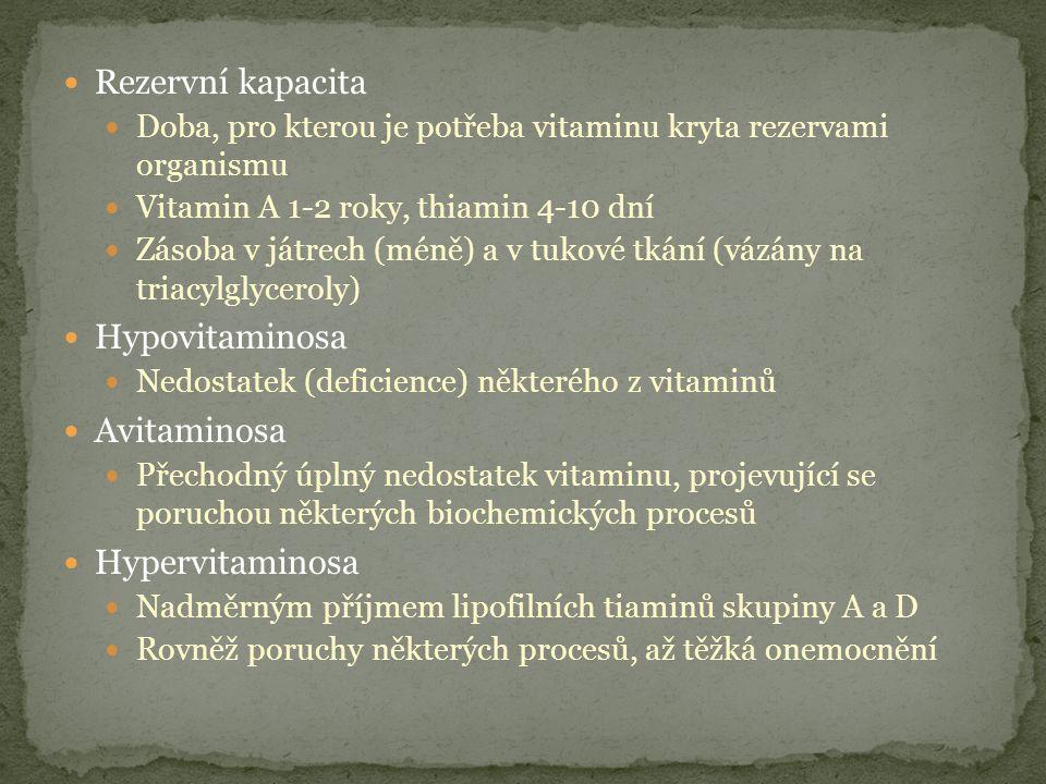 Rezervní kapacita Doba, pro kterou je potřeba vitaminu kryta rezervami organismu Vitamin A 1-2 roky, thiamin 4-10 dní Zásoba v játrech (méně) a v tukové tkání (vázány na triacylglyceroly) Hypovitaminosa Nedostatek (deficience) některého z vitaminů Avitaminosa Přechodný úplný nedostatek vitaminu, projevující se poruchou některých biochemických procesů Hypervitaminosa Nadměrným příjmem lipofilních tiaminů skupiny A a D Rovněž poruchy některých procesů, až těžká onemocnění