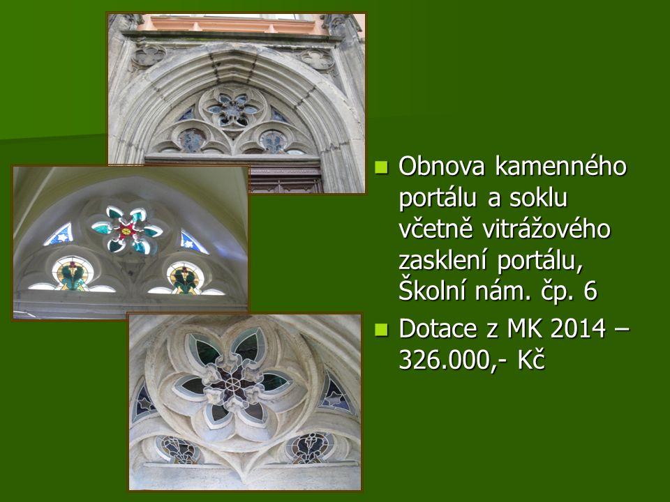 Obnova kamenného portálu a soklu včetně vitrážového zasklení portálu, Školní nám.