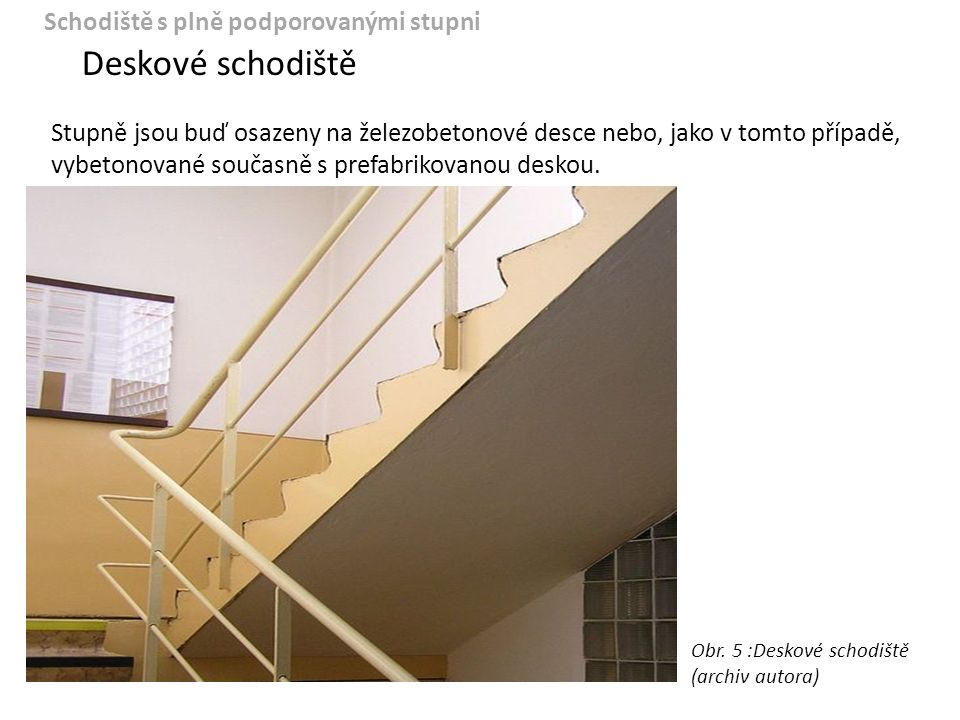 Schodiště s oboustranně podporovanými stupni Do této skupiny patří všechna schodiště, u kterých jsou všechny stupně podepřeny na koncích stupňů: — z obou stran zdivem — z obou stran schodnicemi — zavěšená na ocelových táhlech — z jedné strany zdivem a z druhé schodnicí