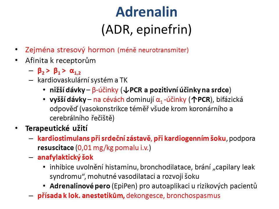 """Adrenalin (ADR, epinefrin) Zejména stresový hormon (méně neurotransmiter) Afinita k receptorům – β 2 ˃ β 1 ˃ α 1,2 – kardiovaskulární systém a TK nižší dávky – β-účinky (↓PCR a pozitivní účinky na srdce) vyšší dávky – na cévách dominují α 1 -účinky (↑PCR), bifázická odpověď (vasokonstrikce téměř všude krom koronárního a cerebrálního řečiště) Terapeutické užití – kardiostimulans při srdeční zástavě, při kardiogenním šoku, podpora resuscitace (0,01 mg/kg pomalu i.v.) – anafylaktický šok inhibice uvolnění histaminu, bronchodilatace, brání """"capilary leak syndromu , mohutné vasodilataci a rozvoji šoku Adrenalinové pero (EpiPen) pro autoaplikaci u rizikových pacientů – přísada k lok."""