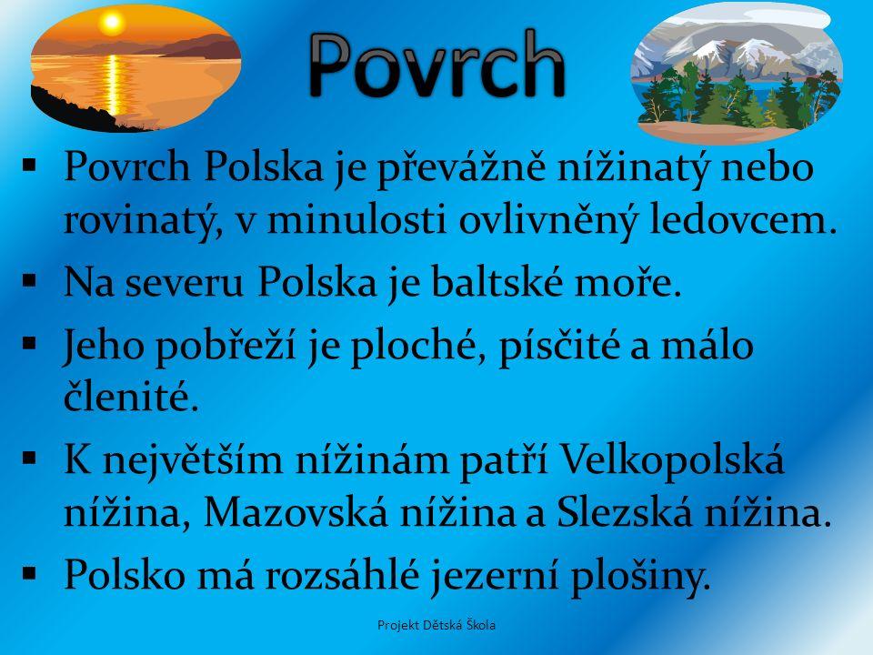 Povrch Polska je převážně nížinatý nebo rovinatý, v minulosti ovlivněný ledovcem.  Na severu Polska je baltské moře.  Jeho pobřeží je ploché, písč