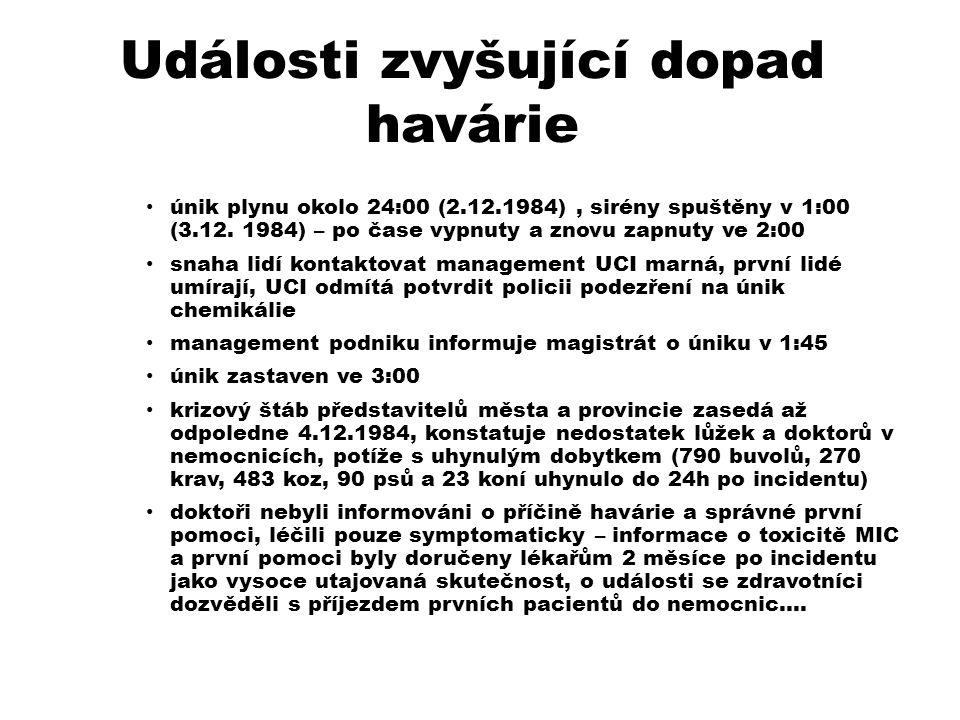Události zvyšující dopad havárie únik plynu okolo 24:00 (2.12.1984), sirény spuštěny v 1:00 (3.12.