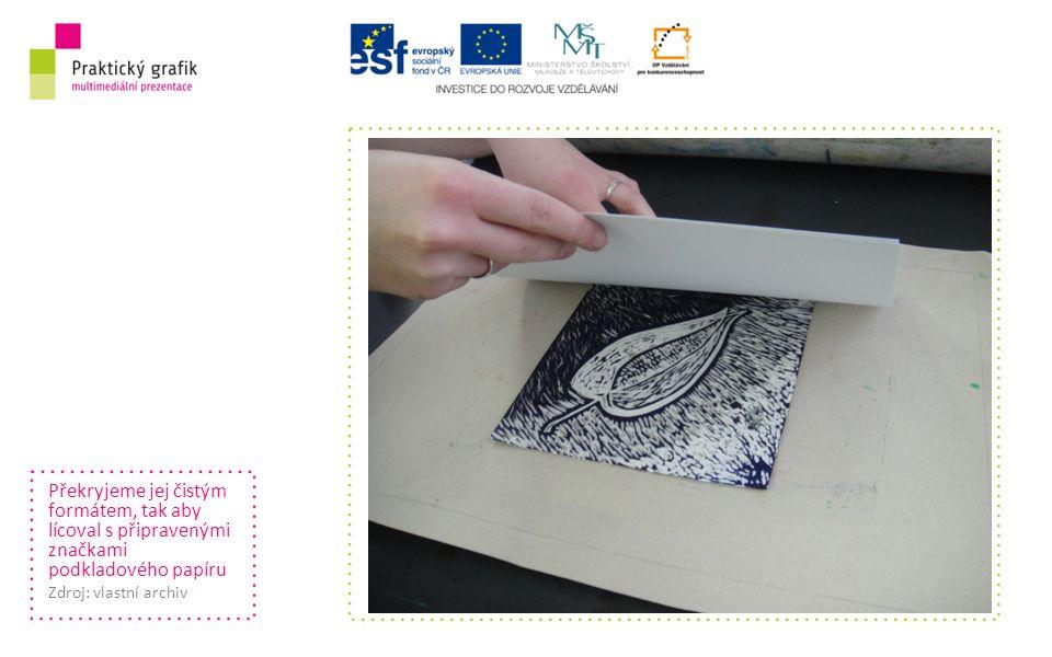 Překryjeme jej čistým formátem, tak aby lícoval s připravenými značkami podkladového papíru Zdroj: vlastní archiv