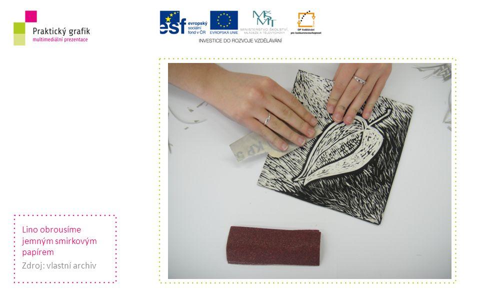 Lino obrousíme jemným smirkovým papírem Zdroj: vlastní archiv