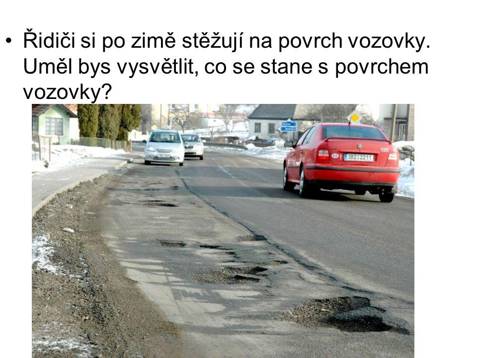Řidiči si po zimě stěžují na povrch vozovky. Uměl bys vysvětlit, co se stane s povrchem vozovky?