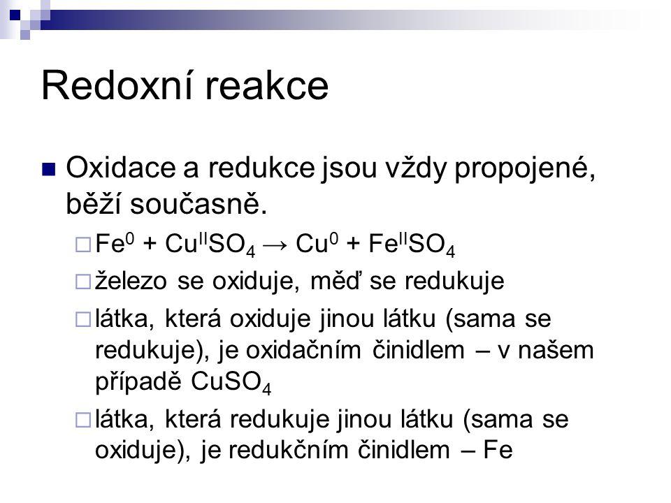 Redoxní reakce Oxidace a redukce jsou vždy propojené, běží současně.