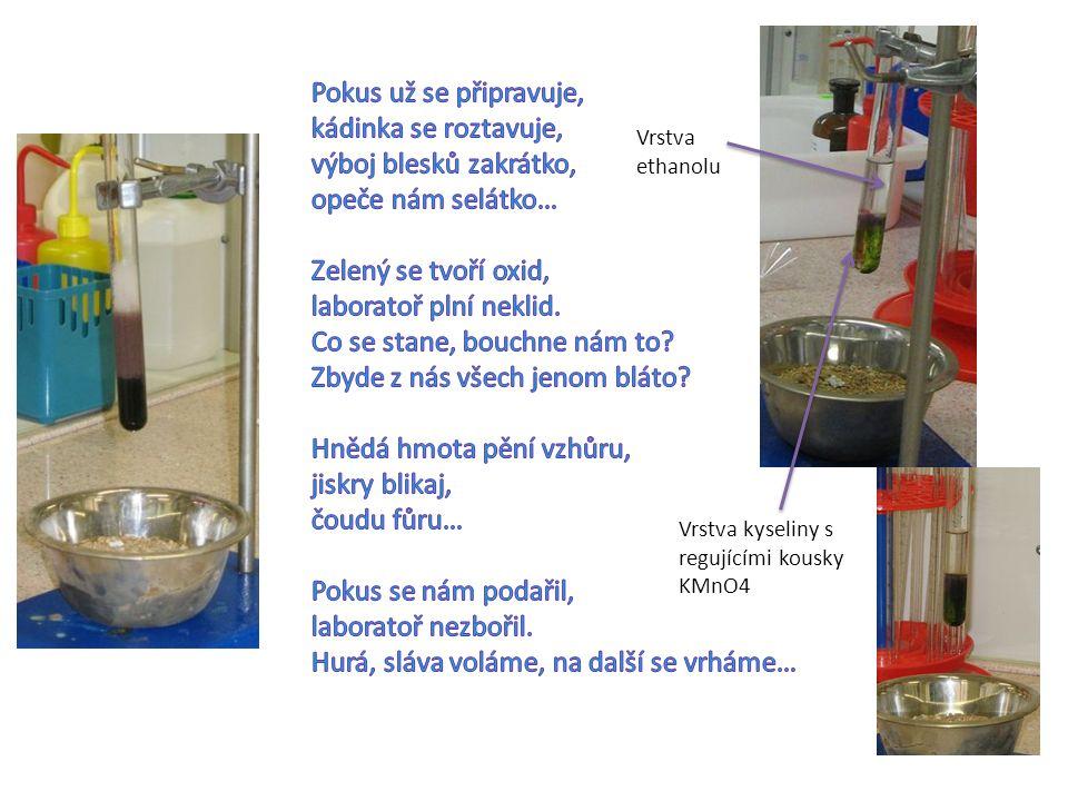 Vrstva ethanolu Vrstva kyseliny s regujícími kousky KMnO4