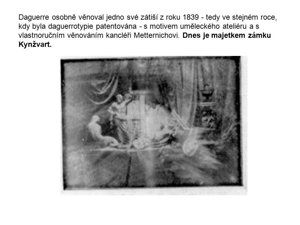 Daguerre osobně věnoval jedno své zátiší z roku 1839 - tedy ve stejném roce, kdy byla daguerrotypie patentována - s motivem uměleckého ateliéru a s vl