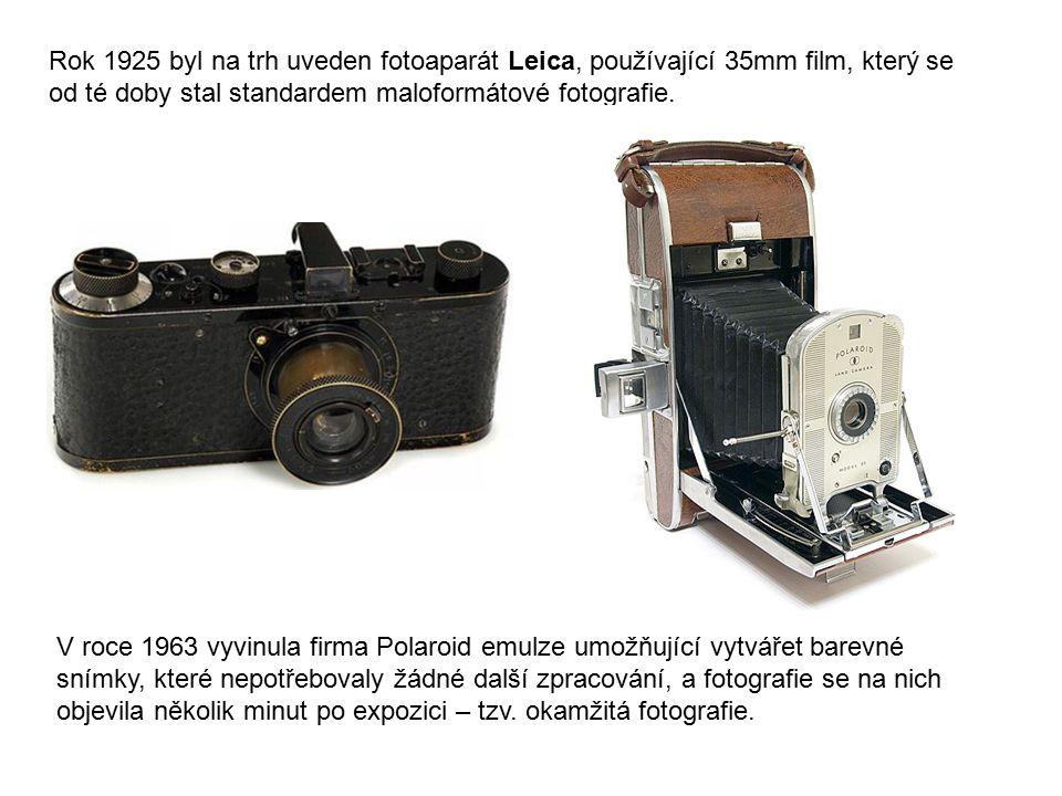 Rok 1925 byl na trh uveden fotoaparát Leica, používající 35mm film, který se od té doby stal standardem maloformátové fotografie. V roce 1963 vyvinula