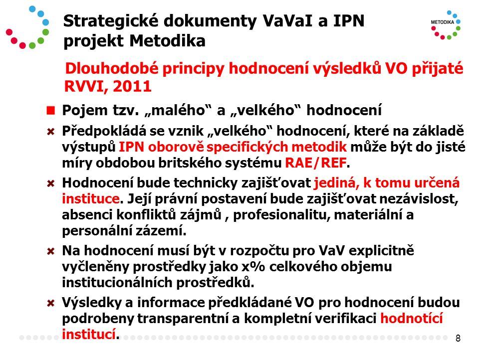 """8 Strategické dokumenty VaVaI a IPN projekt Metodika Dlouhodobé principy hodnocení výsledků VO přijaté RVVI, 2011 Pojem tzv. """"malého"""" a """"velkého"""" hodn"""