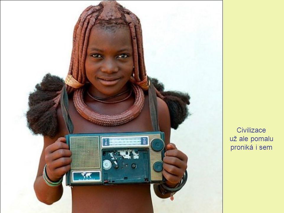 Pro vzdělání himbských dětí zřídila namibijská vláda mobilní školy.