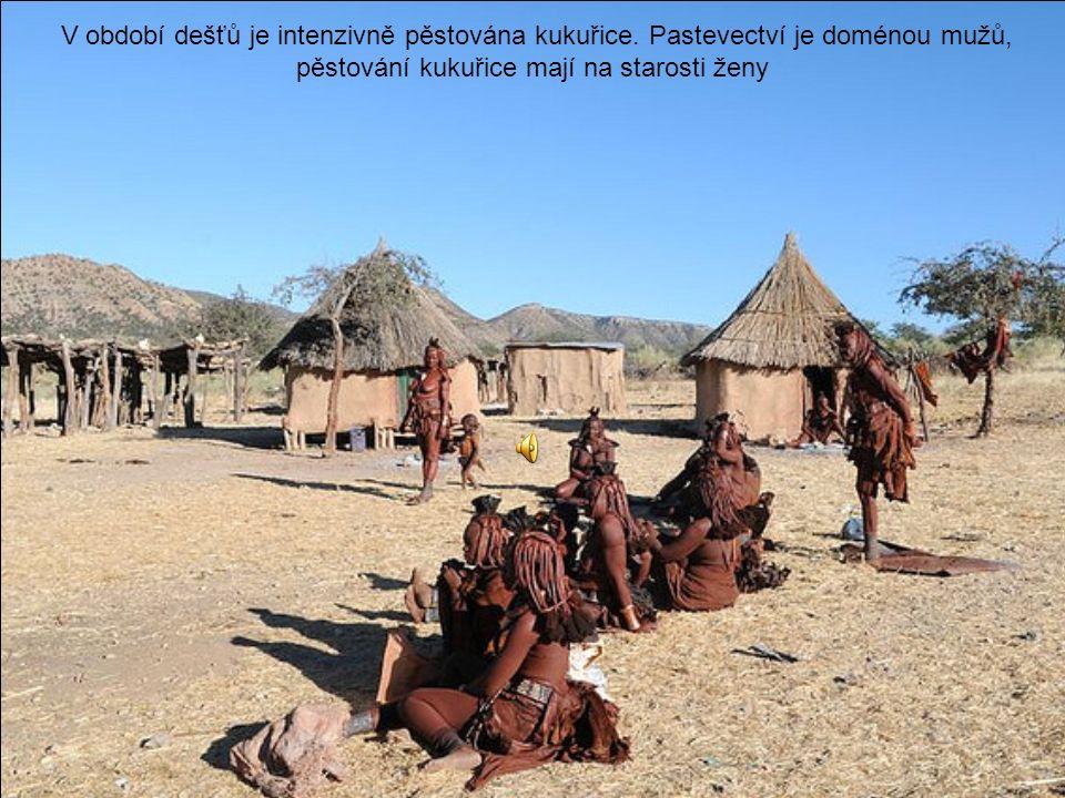 Pro Namibii jsou Himbové jedna z turistických atrakcí