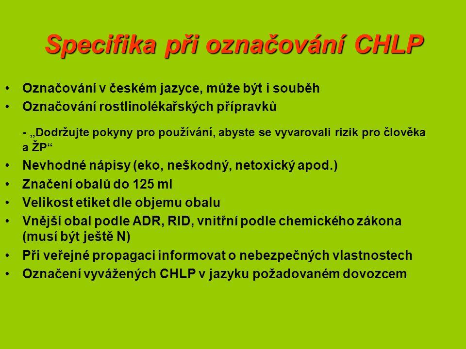 """Specifika při označování CHLP Označování v českém jazyce, může být i souběh Označování rostlinolékařských přípravků - """"Dodržujte pokyny pro používání, abyste se vyvarovali rizik pro člověka a ŽP Nevhodné nápisy (eko, neškodný, netoxický apod.) Značení obalů do 125 ml Velikost etiket dle objemu obalu Vnější obal podle ADR, RID, vnitřní podle chemického zákona (musí být ještě N) Při veřejné propagaci informovat o nebezpečných vlastnostech Označení vyvážených CHLP v jazyku požadovaném dovozcem"""