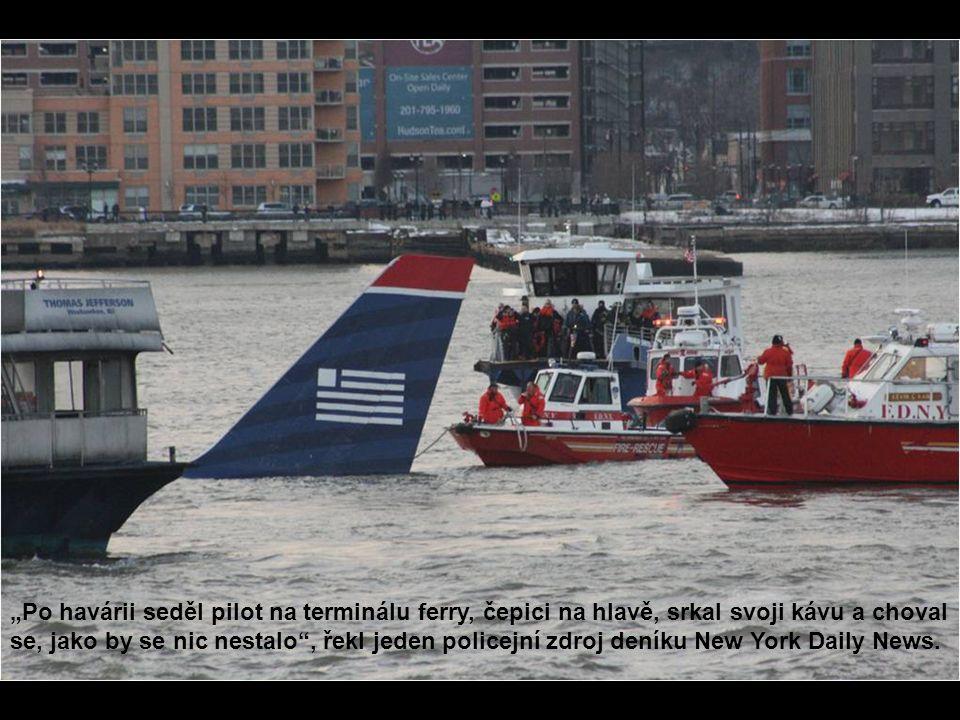 """""""Po havárii seděl pilot na terminálu ferry, čepici na hlavě, srkal svoji kávu a choval se, jako by se nic nestalo"""", řekl jeden policejní zdroj deníku"""