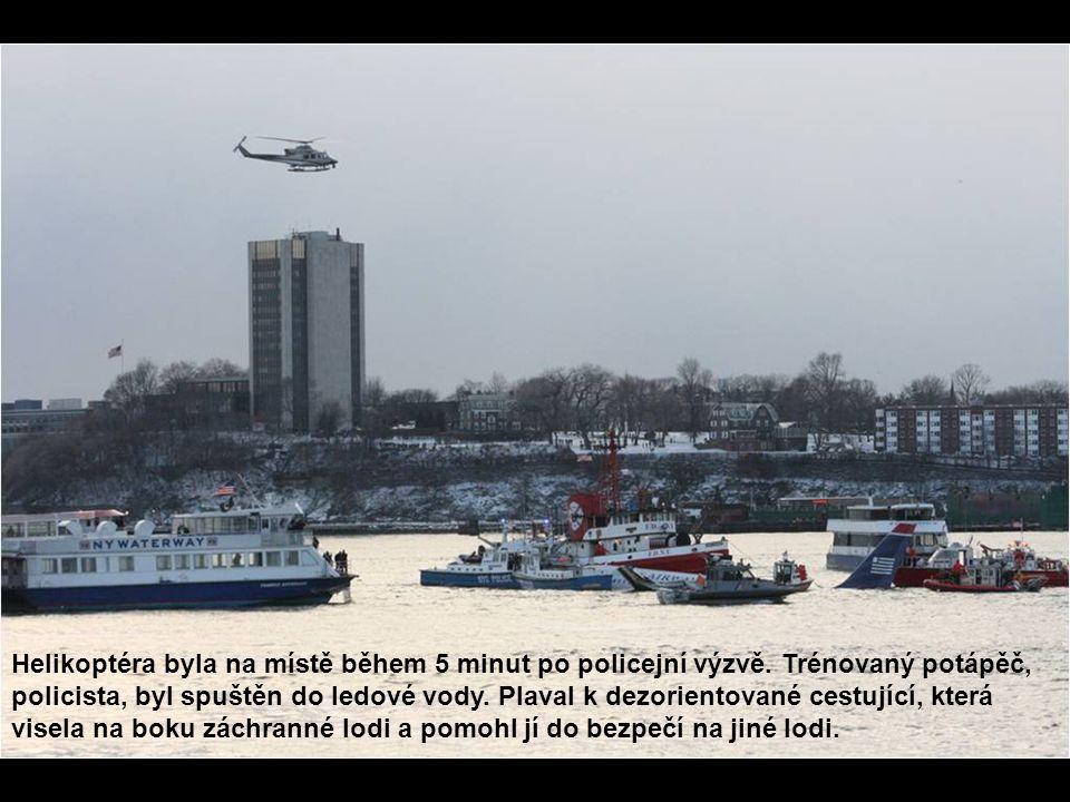 Helikoptéra byla na místě během 5 minut po policejní výzvě. Trénovaný potápěč, policista, byl spuštěn do ledové vody. Plaval k dezorientované cestujíc