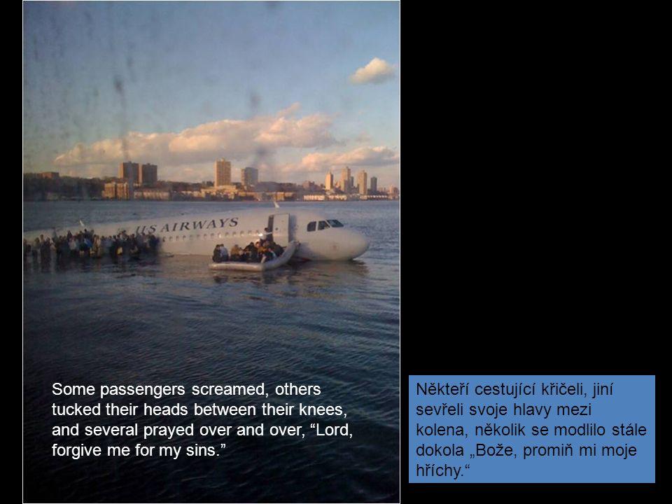 """""""Po havárii seděl pilot na terminálu ferry, čepici na hlavě, srkal svoji kávu a choval se, jako by se nic nestalo , řekl jeden policejní zdroj deníku New York Daily News."""