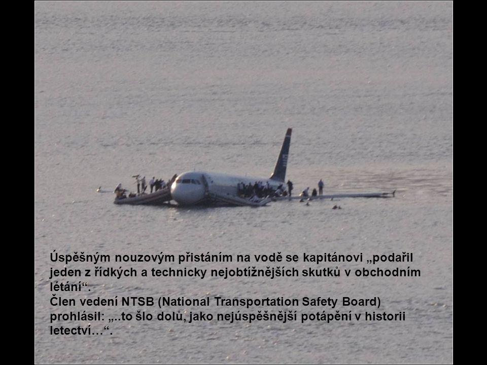 Poslední osobou, která opustila letadlo byl kapitán Sullenberger.