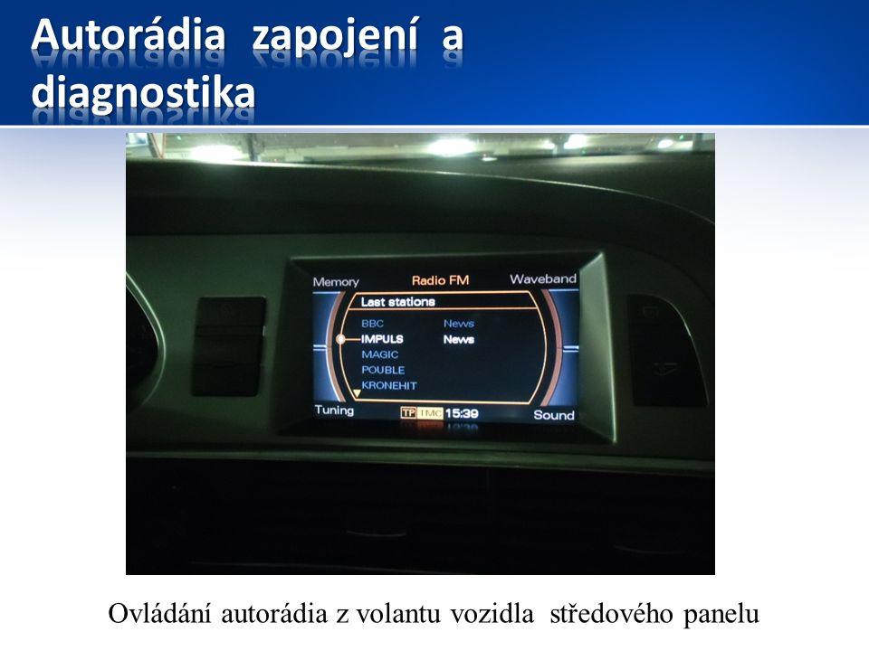 Ovládání autorádia z volantu vozidla středového panelu