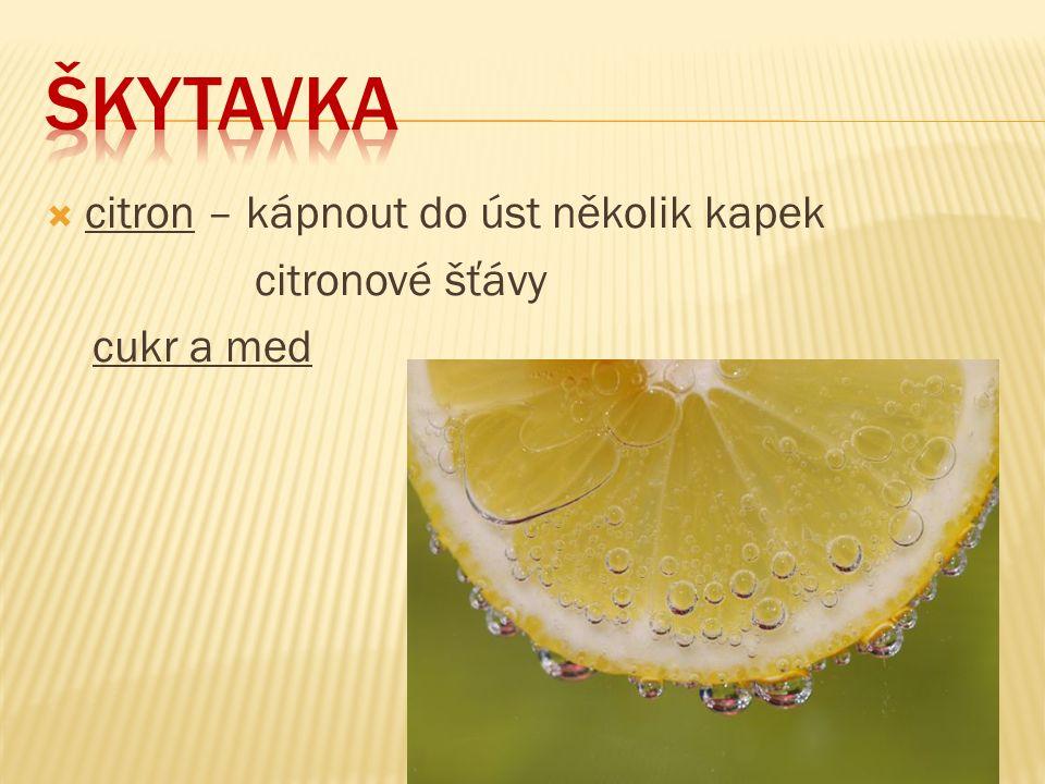 citron – kápnout do úst několik kapek citronové šťávy cukr a med