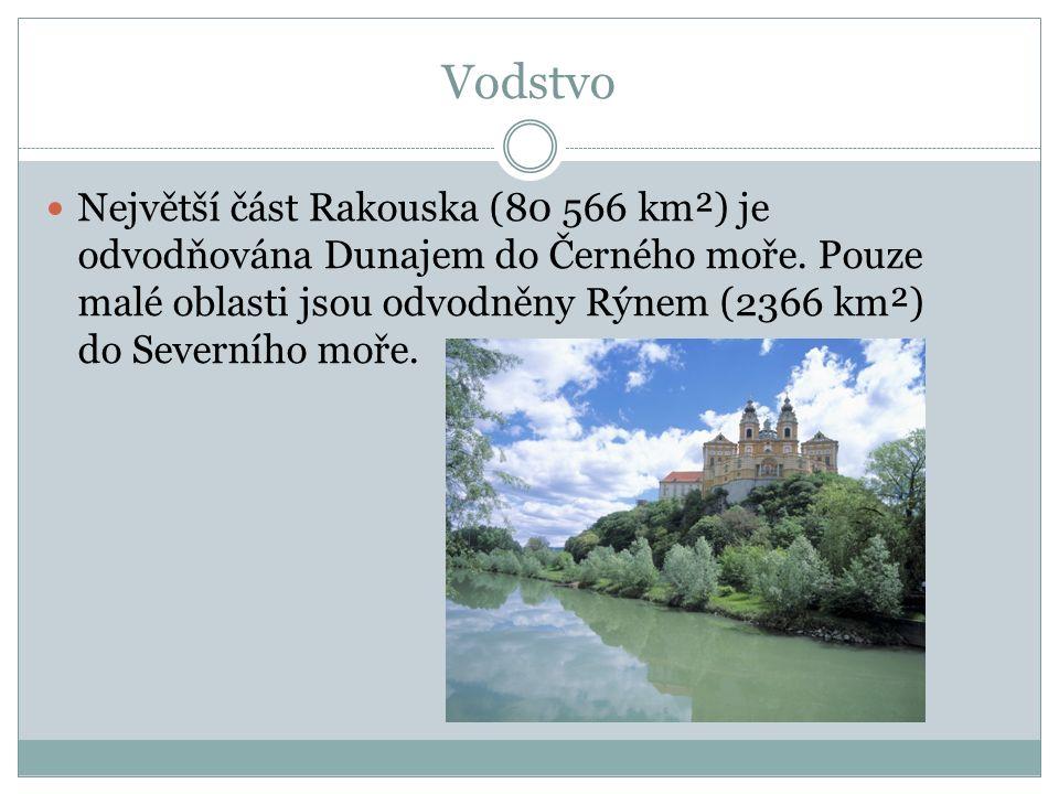 Vodstvo Největší část Rakouska (80 566 km²) je odvodňována Dunajem do Černého moře.