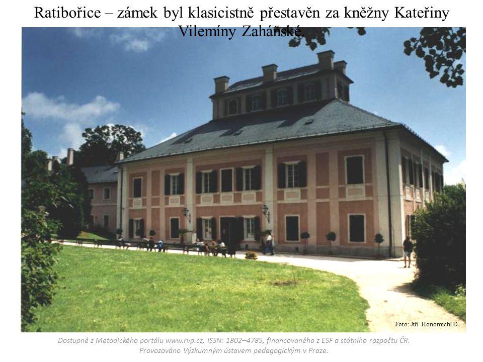 Ratibořice – zámek byl klasicistně přestavěn za kněžny Kateřiny Vilemíny Zaháňské.