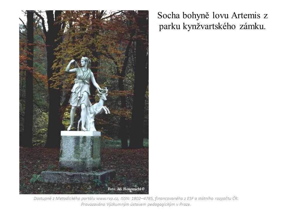 Socha bohyně lovu Artemis z parku kynžvartského zámku.