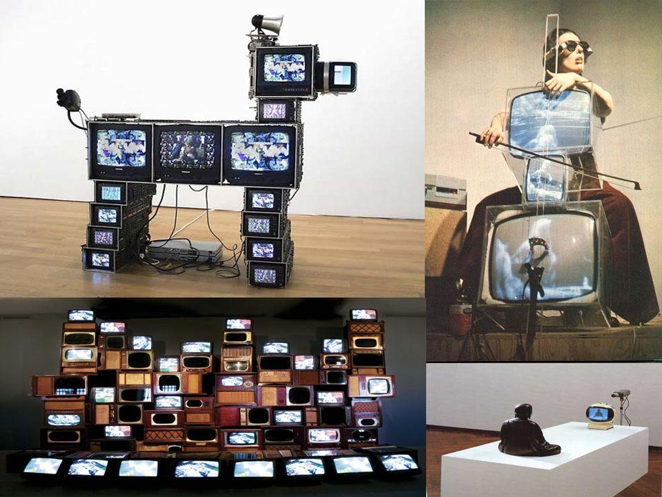 Aram Bartholl Tento německý umělec žijící v Berlíně ve své tvorbě často zkoumá hranice mezi virtuálním a reálným světem.