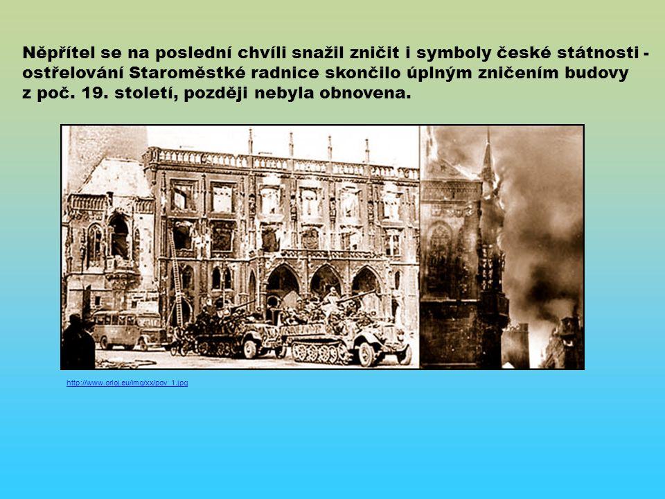 Něpřítel se na poslední chvíli snažil zničit i symboly české státnosti - ostřelování Staroměstké radnice skončilo úplným zničením budovy z poč.