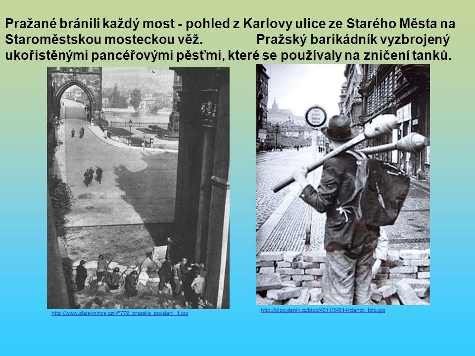 http://blog.denik.cz/blog/4011/34614/clanok_foto.jpg http://www.zlate-mince.cz/i/F779_prazske_povstani_1.jpg Pražané bránili každý most - pohled z Karlovy ulice ze Starého Města na Staroměstskou mosteckou věž.
