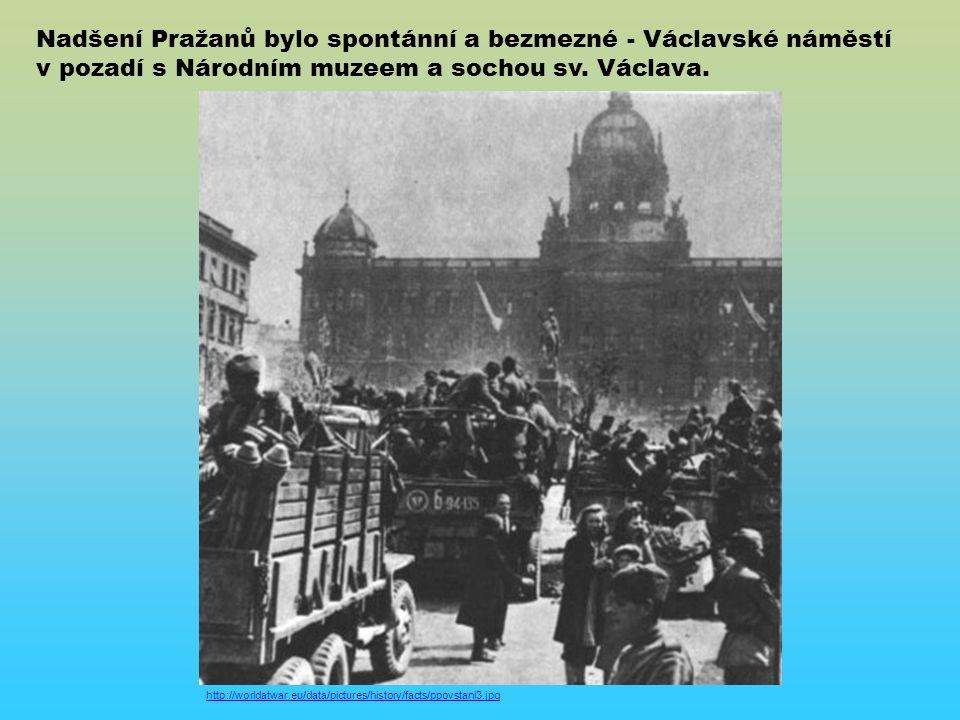http://worldatwar.eu/data/pictures/history/facts/ppovstani3.jpg Nadšení Pražanů bylo spontánní a bezmezné - Václavské náměstí v pozadí s Národním muzeem a sochou sv.