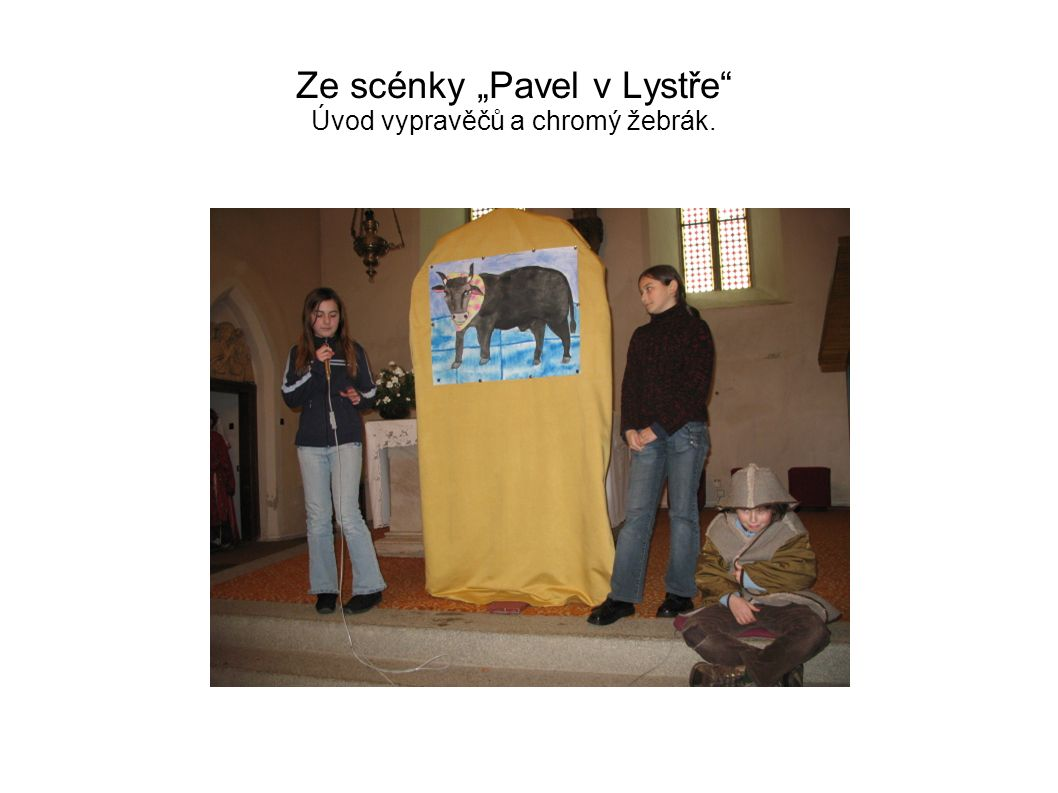 """Ze scénky """"Pavel v Lystře"""" Úvod vypravěčů a chromý žebrák."""